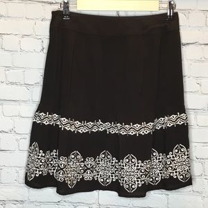 WHBM EMBROIDERED BLACK SKIRT NWT SIZE 4